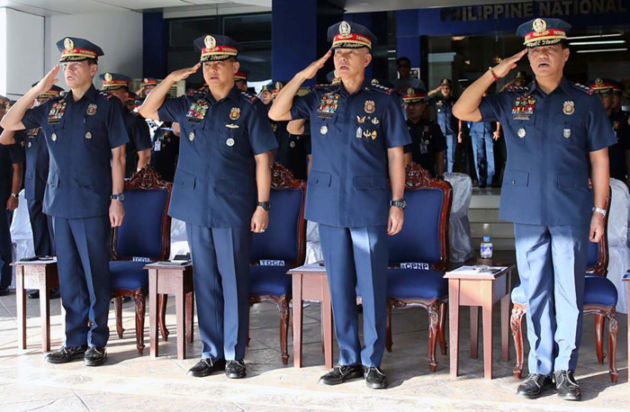 PNP chief gives up post