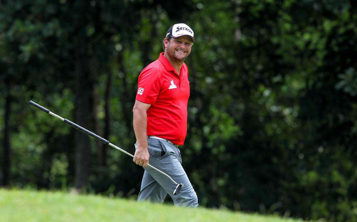 Dutchman sizzles at finish, leads by 1