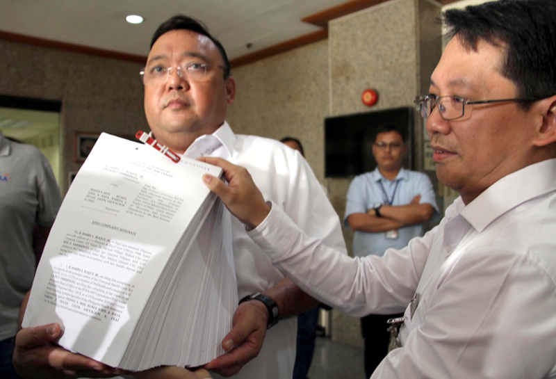 Graft complaint, Active, ex-PhilHealth officials charged