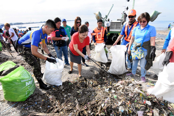 Villar marks 5th year building up Baseco with cleanup, tree planting
