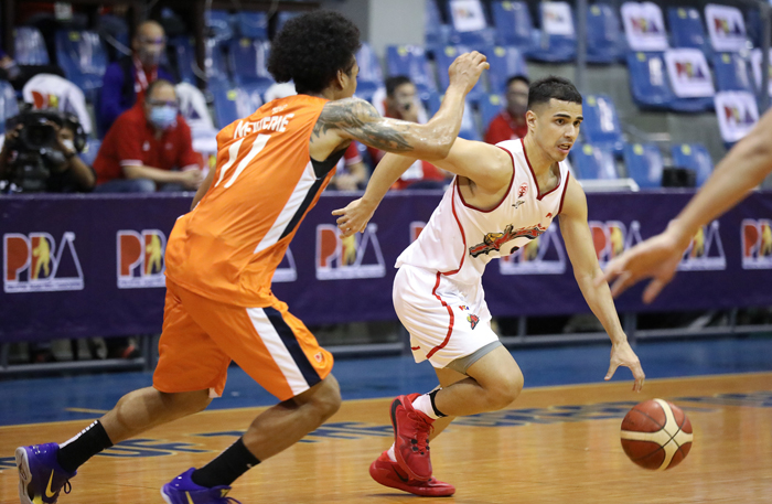 Bolts recover in time to whack Aces, 93-81