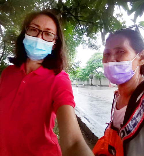 Miss Lucena (right), a street sweeper with only compassion and love for cats and kittens dumped ay the center island of C5, with Pam after one of their rescues on C5.