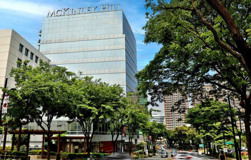McKinley Hill's accessibility to major thoroughfares, like C5 Road and the South Luzon Expressway, make it an attractive destination for topnotch BPO firms and multinational companies.