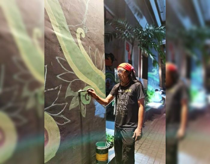 'Artivist' AG Saño extends environmental mural in Makati