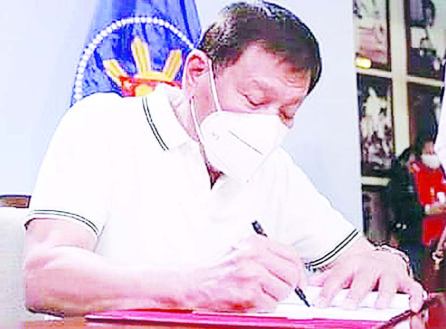 Rody signs vaccination law