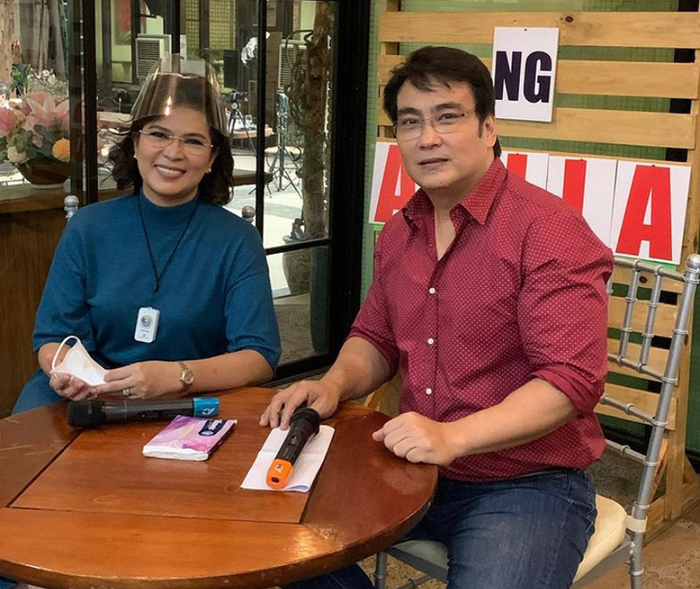 Sen. Bong Revilla, Jr., with wife Bacoor Mayor Lani Mercado, posed for a photo op during an intimate gathering with some select members of the entertainment press.