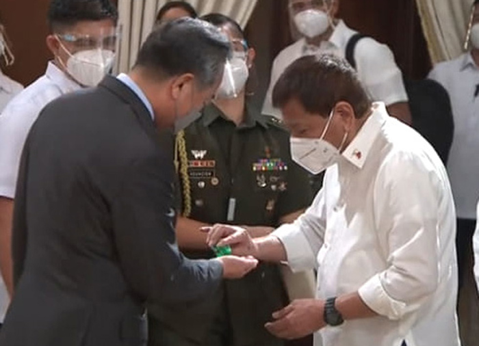 China 'firmly stands' with PH vs virus, donates 500k vaccines