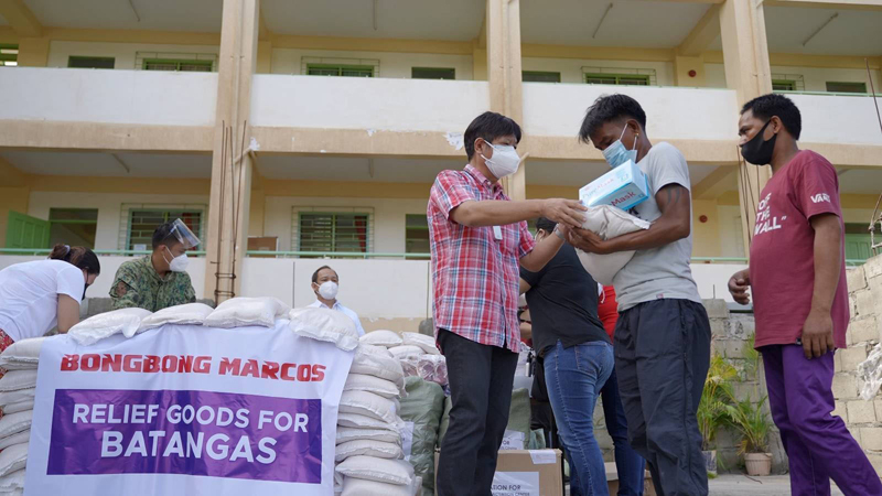 """BBM RELIEF. Former Senator Ferdinand """"Bongbong"""" Marcos leads his Batangas Relief Operation on Tuesday, visiting several evacuation centers in Talisay, Batangas and distributing aid to those affected by the restive Taal Volcano."""