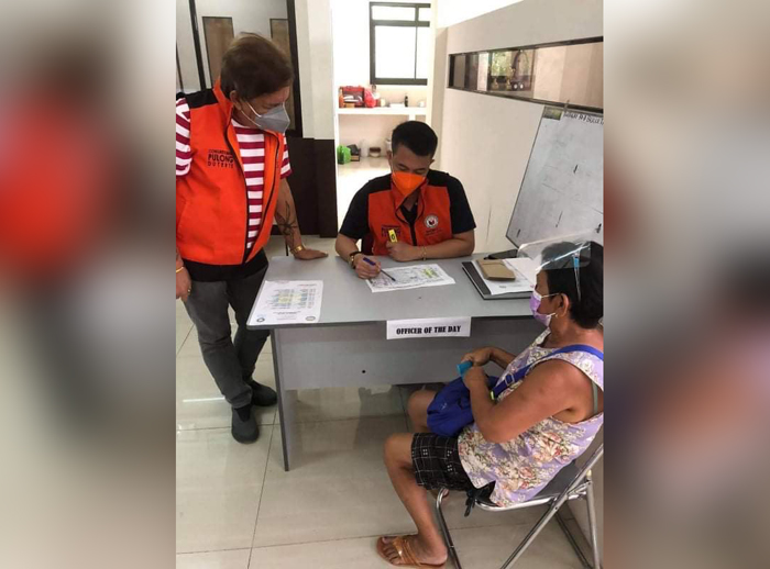 Davao City fire victims get cash, rice aid from office of Rep. Pulong