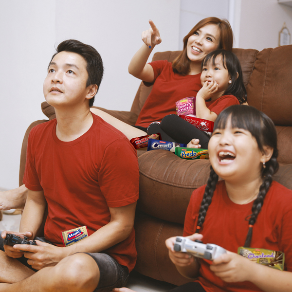 Up the family's merienda bonding experience with fun games and tasty snacks.
