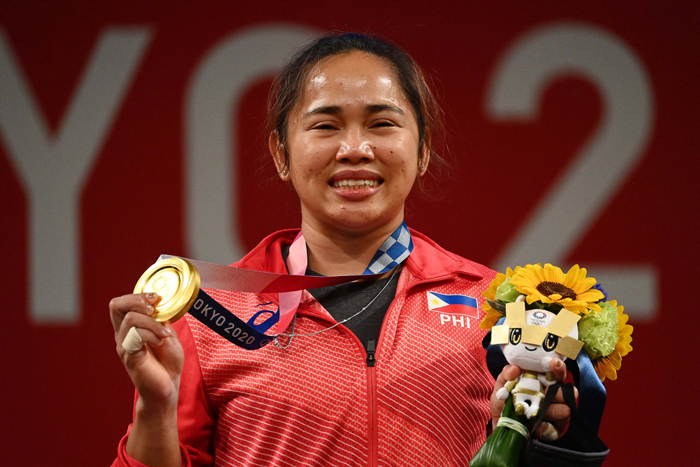Hidilyn lifts first Olympic gold for PH