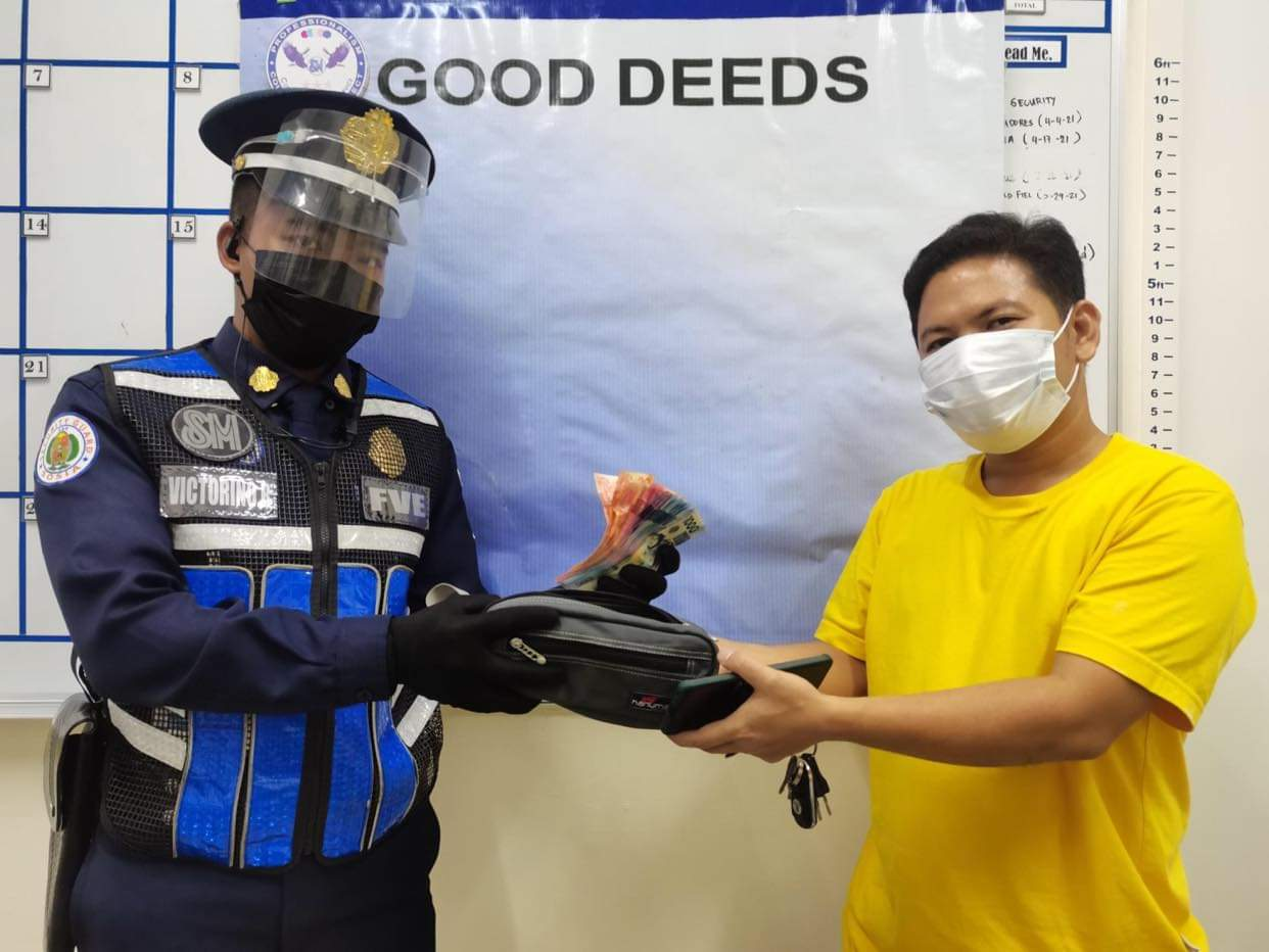 SM Pulilan security guard finds, returns wallet with P46k in cash