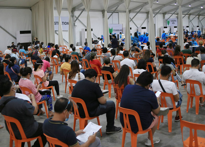 Las Piñas expands vaccination to A4 essential workers