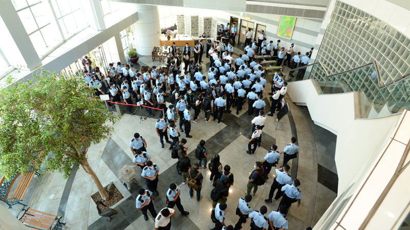 Some 500 policemen swarm the Apple Daily newspaper office early morning of June 17, 2021, raiding its newsroom for a second time in the latest blow to the outspoken tabloid. AFP