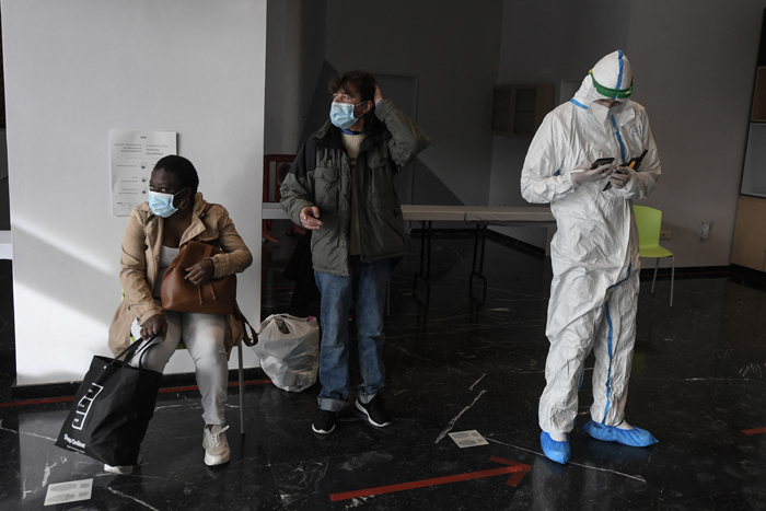 Spain suffers second-worst month for virus deaths
