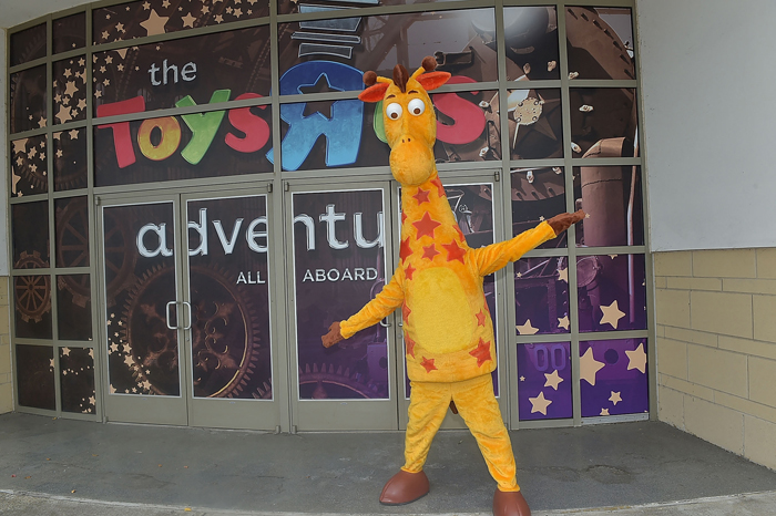 Toys 'R' Us sold again to firm promising expansion