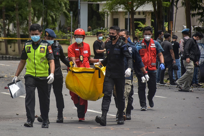 ndonesia cathedral rocked by suspected Palm Sunday suicide bomb