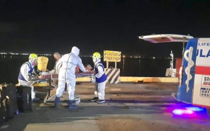 2 in virus ship rushed to hospital; 10 in isolation