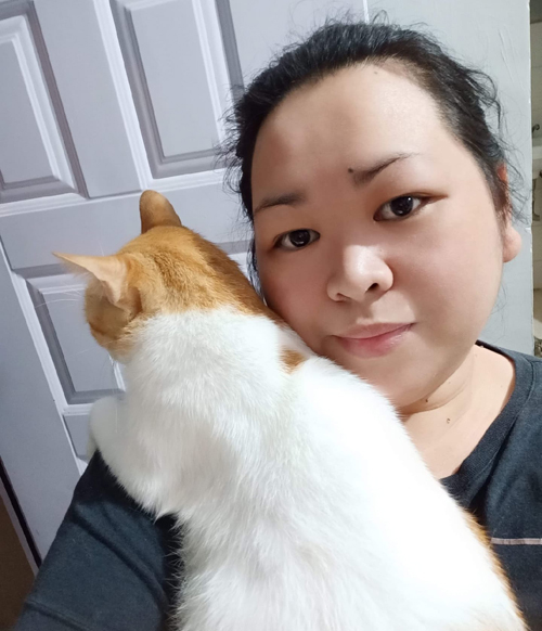 Chi Dohello and her cat Gusgus