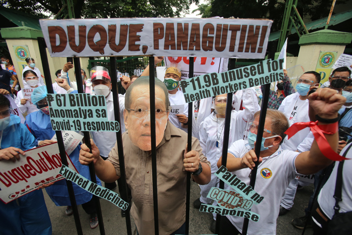 'Heroes' push Duque ouster