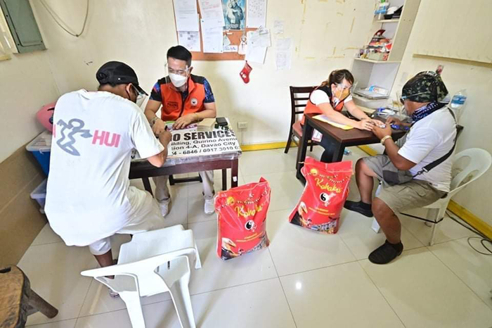 'Pulong' provides cash aid to 92 porters