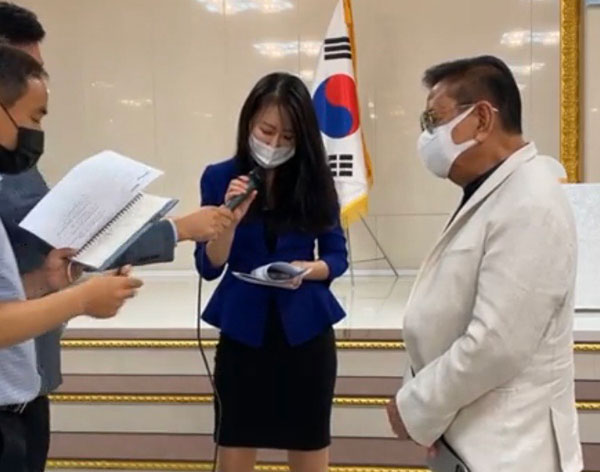 Mayor Singson signs a memorandum of understanding to invest and participate in the project in South Korea's east coast with the Gangwon Province government.