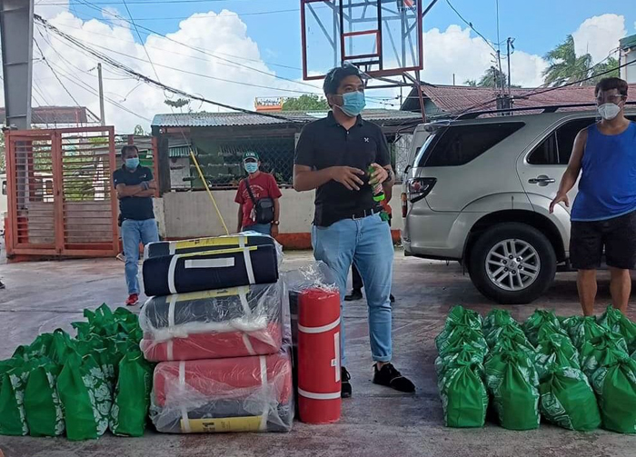 SM Foundation brings aid to fire victims in Taguig