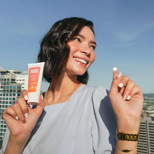 Lightweight and non-sticky, the Sunrise Gel Moisturizing Sunblock has SPF 50 to protect the skin from UVB rays.